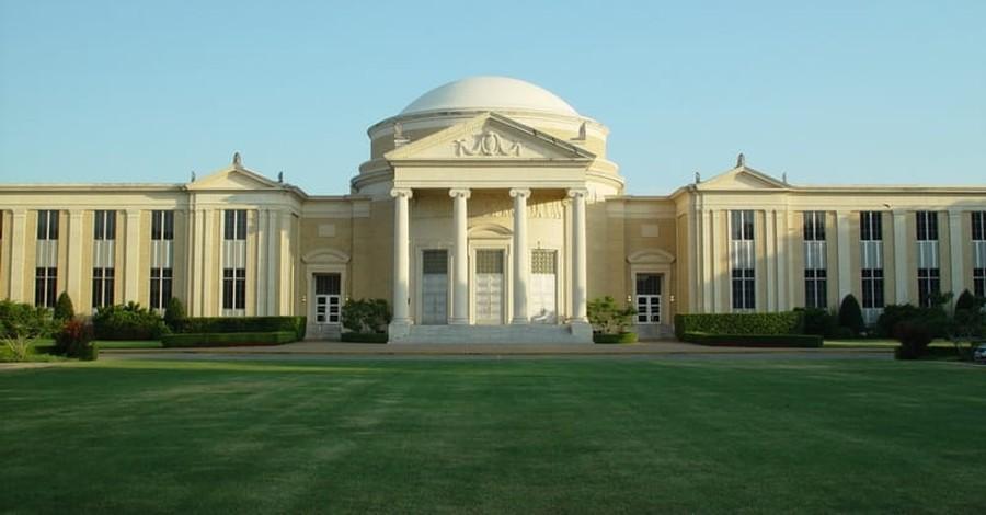Baptist Seminary Faces Backlash Over Twitter Photo