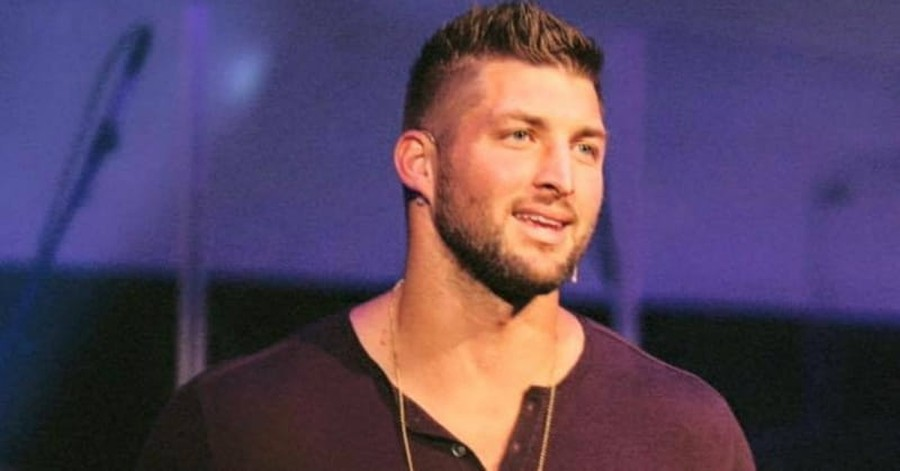Tim Tebow Says God Called Him to Share Love of Christ to People at Airport