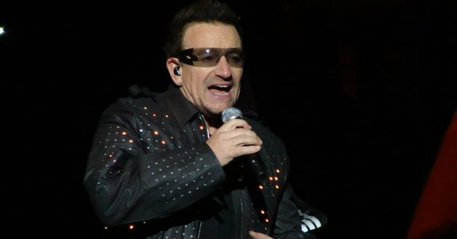 Bono Performs Worship Rendition of 'I Still Haven't Found What I'm Looking For'