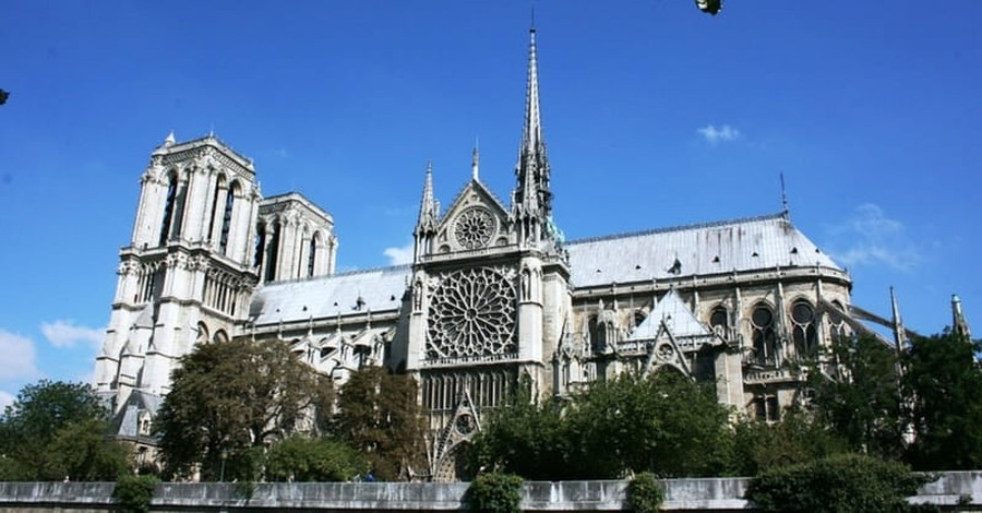 Man Attacks Police Officer at Notre-Dame Cathedral in Paris