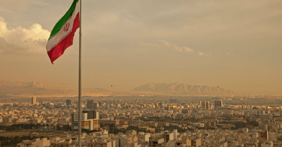 Attacks in Iran Kill 12; ISIS Claims Responsibility
