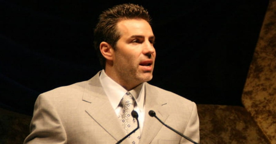 Former NFL Quarterback Kurt Warner Thanks Jesus in Hall of Fame Speech