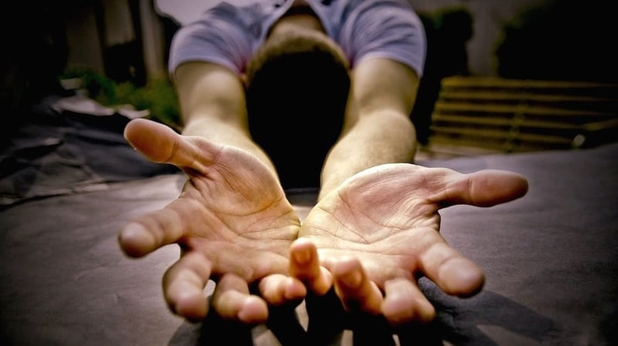 Survey: 1 in 5 UK Nonbelievers Will Turn to Prayer in Times of Crisis