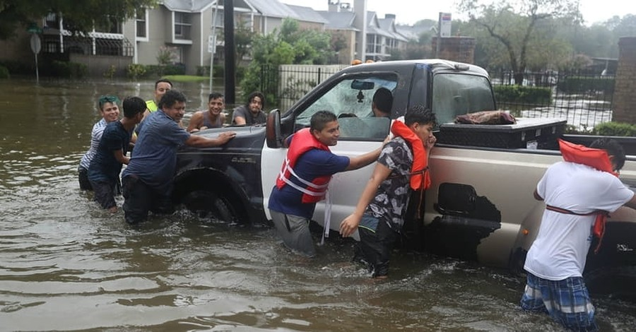 As Hurricane Harvey Lashes Texas, Billy Graham Rapid Response Team Chaplains Deploy to Offer Hope and Comfort