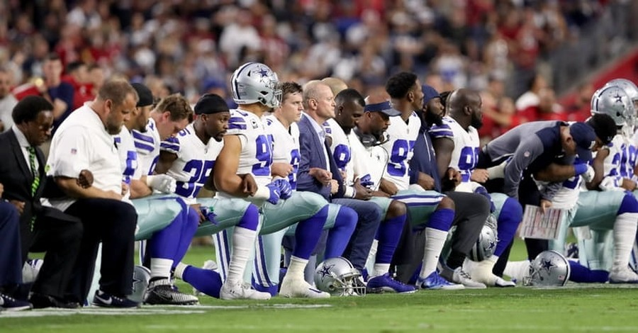 President Trump Asks Supporters to Sign 'Stand for the National Anthem' Petition