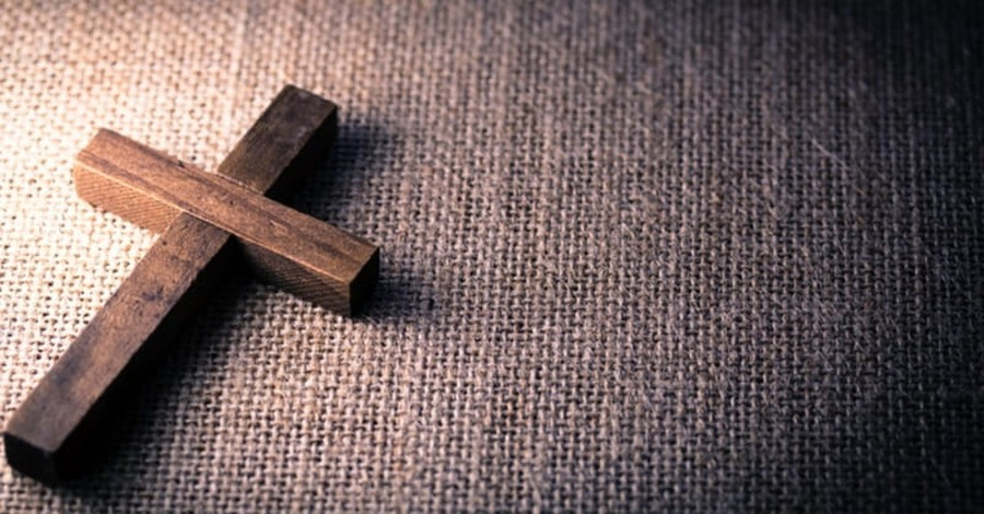 Pakistani Christian is Attacked for Faith and for Displaying Cross