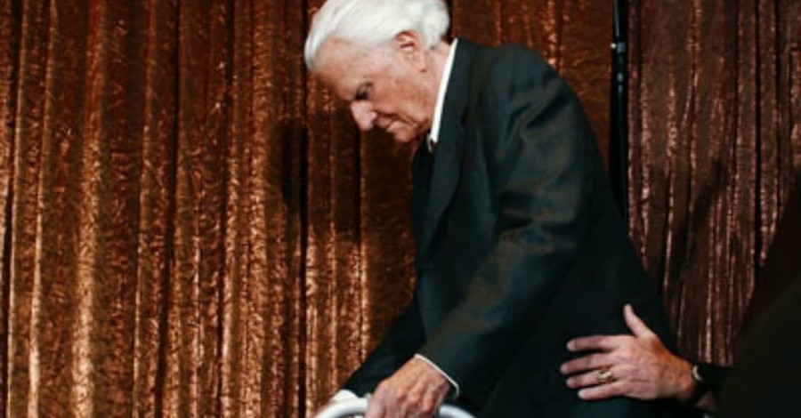Billy Graham at 99: He Kept the Faith and (Mostly) Dropped the Politics