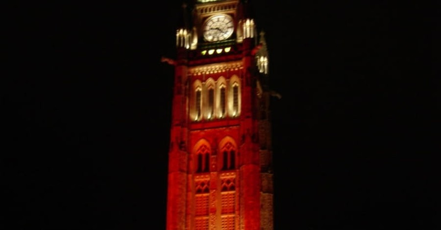 U.K. Raises Awareness of Persecuted Christians by Lighting Buildings up Red