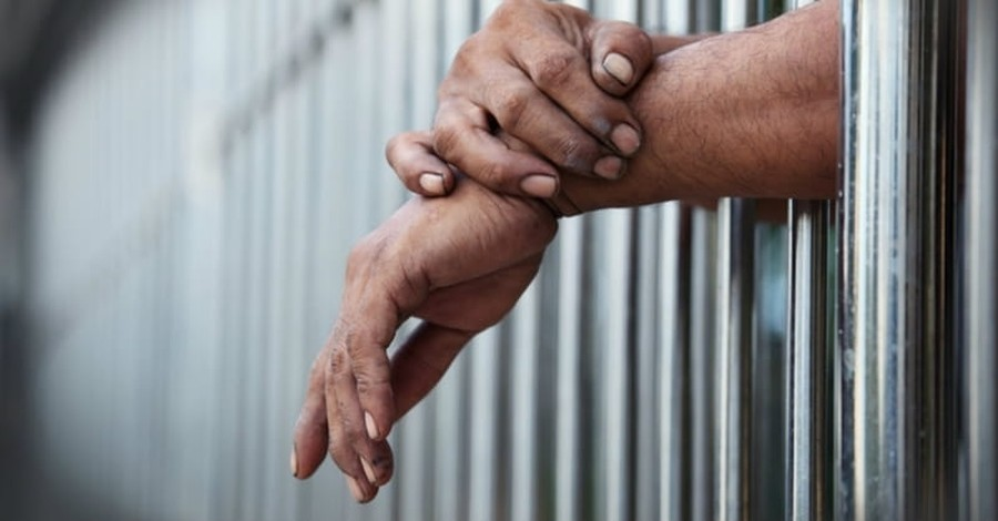 Willow Creek Church is Sending Christmas Gifts to Every Inmate in Illinois