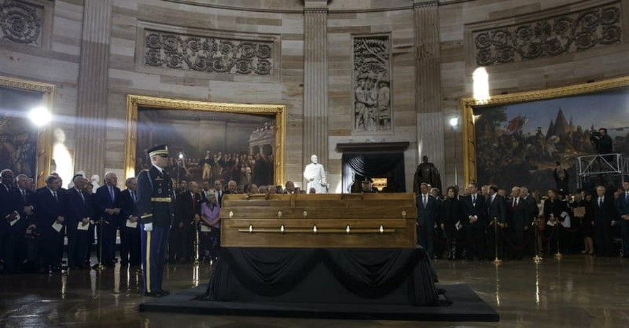 Pastor Receives Vision from the Lord as He Pays Respects to Billy Graham in US Capitol