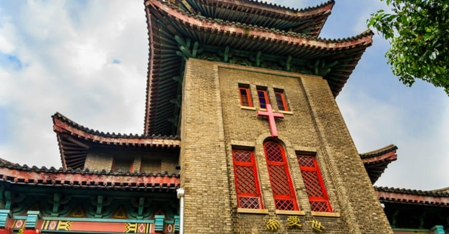 China: Authorities Remove Crosses from Church, Reinstall Them a Day Later