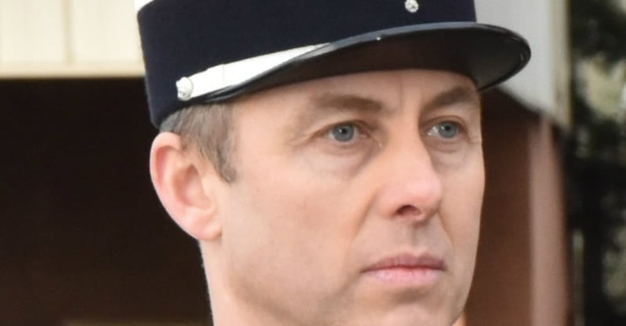 A Police Officer's Faith May Explain Why He Traded Places with a Hostage