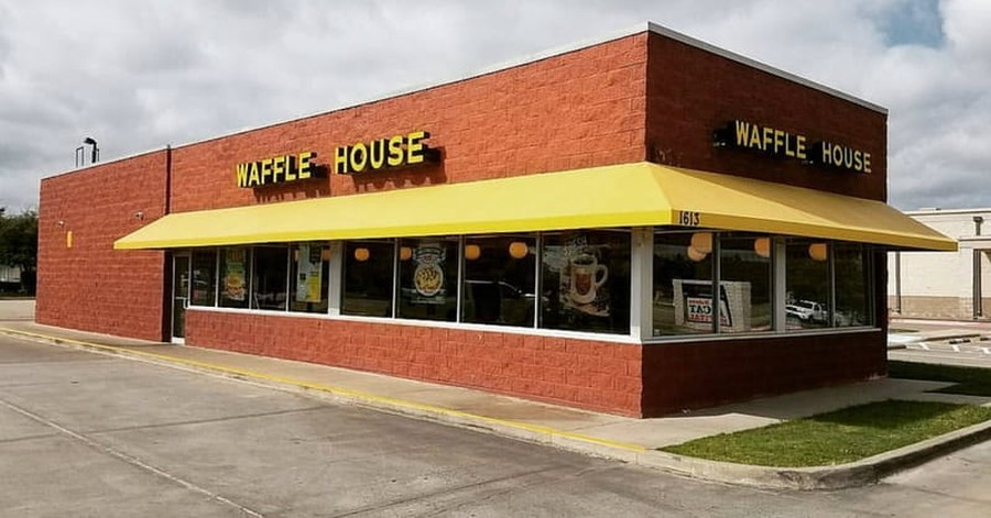 Authorities Search for Suspect Who Killed 4 in Nashville Waffle House Shooting
