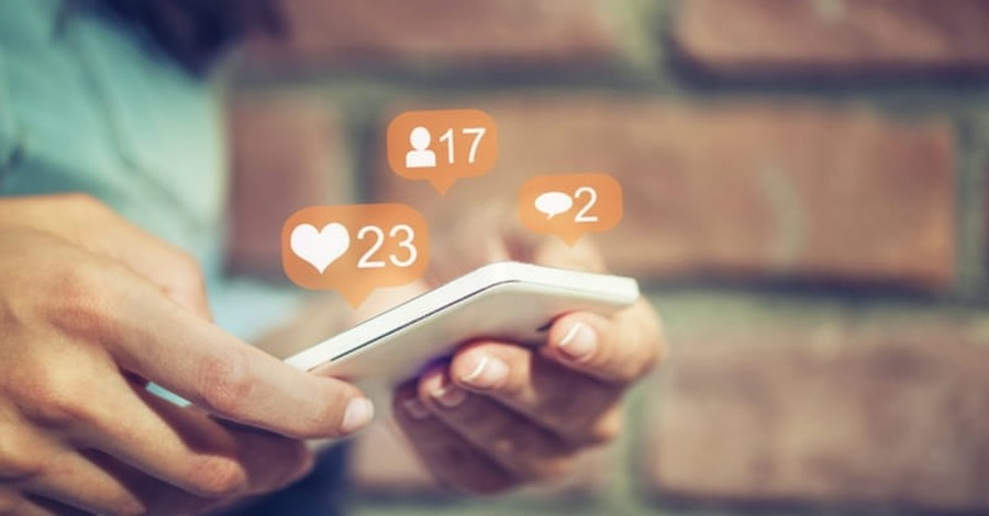 Report: 3 in 10 Christians Say They Share Their Faith on Social Media
