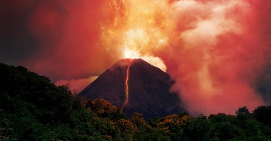 Hawaii's Kilauea Volcano Erupts, Forcing Evacuations of 1,700 People