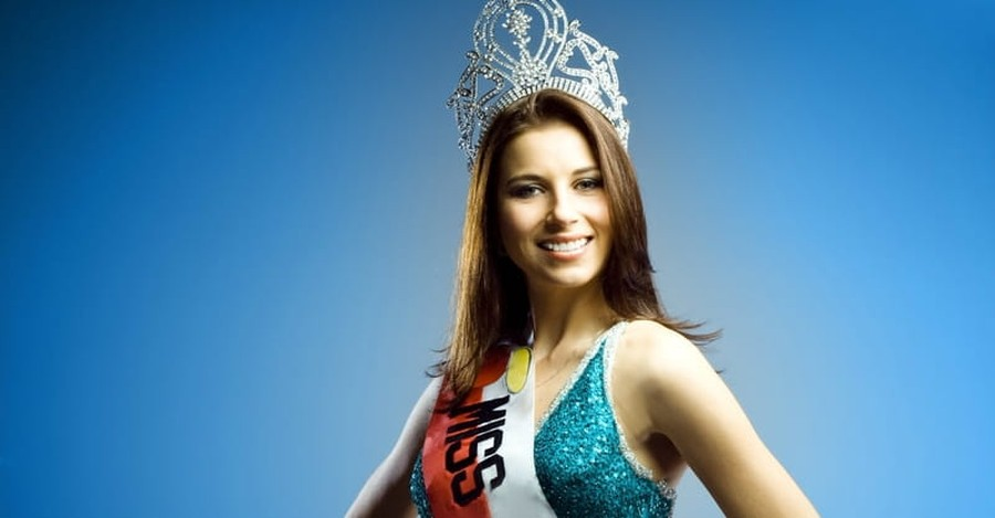 Miss America's Swimsuits: Opposition Isn't a Worldview