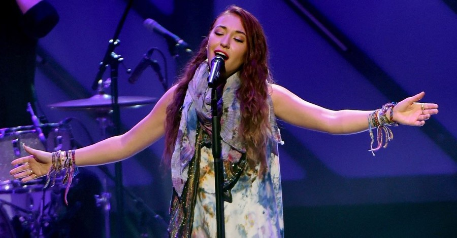 Lauren Daigle Performs Hit Song on <em>The Ellen Show</em>