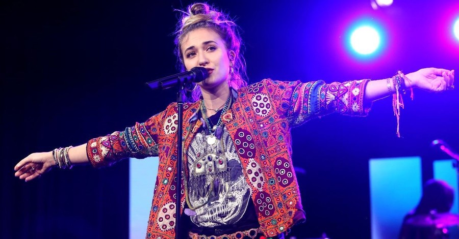 Lauren Daigle, Avril Lavigne Sing Worship Songs on <em>Dancing with the Stars</em> Season Finale