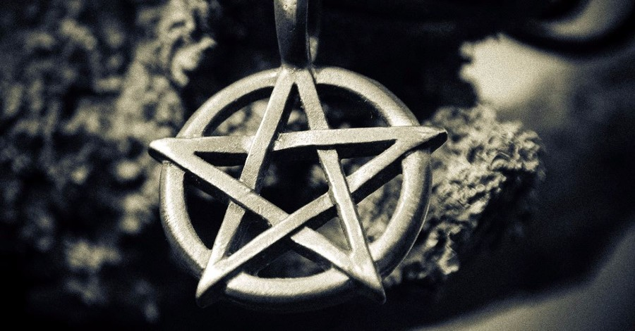 Satanic Bay Area Group Warns Christmas Tree Park Visitors to Stop Stealing Their Ornaments
