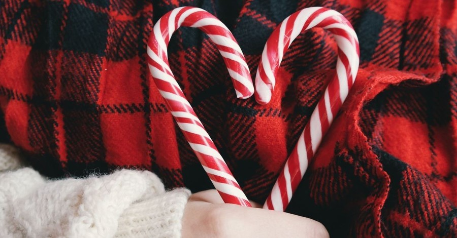 School Bans Santa, Christmas Trees, Candy Canes and the Colors Red and Green