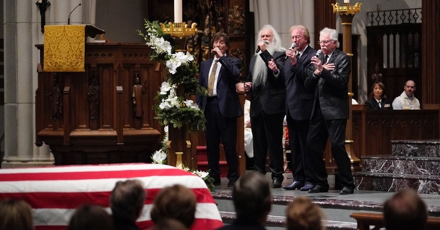The Oak Ridge Boys and Reba McEntire Pay Tribute to Dear Friend, President George H.W. Bush