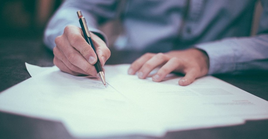 Making End-of-Life Decisions: The Problems with Advance Directives