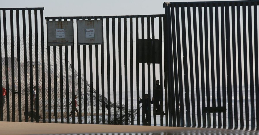 4 Pros and 4 Cons for the U.S.-Mexico Border Wall