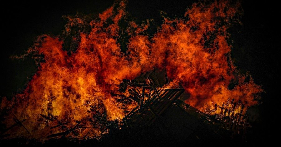 'Not a Single Bible Was Burned', Fire Department Says after Responding to Dangerous Church Fire