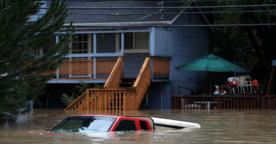 Deadly Flooding Forces Hundreds to Evacuate across the Midwest