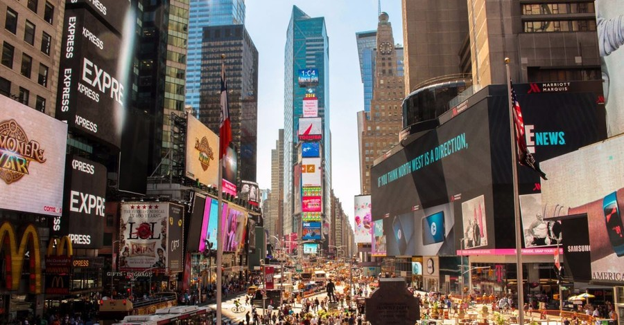 Pro-Life Women in 50-Foot Times Square Ad Declare: 'I Don't Trust Planned Parenthood'