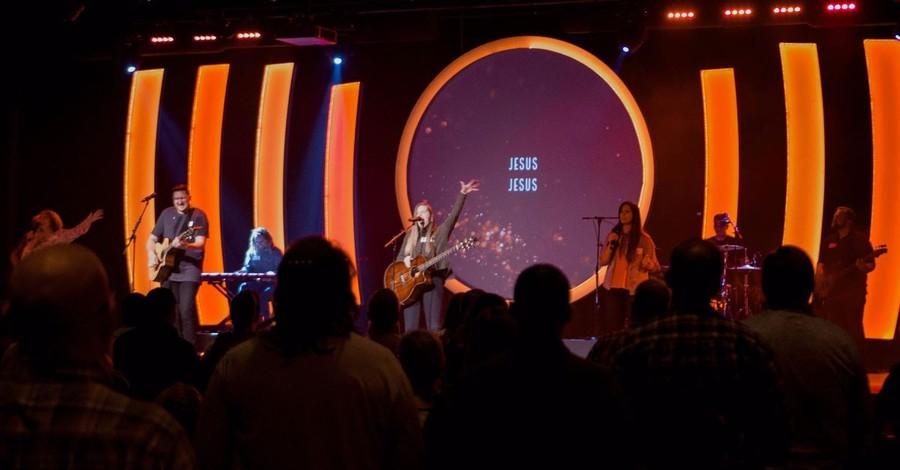 Bethel Music Worship Leader Steffany Gretzinger Leaves after 10 Years