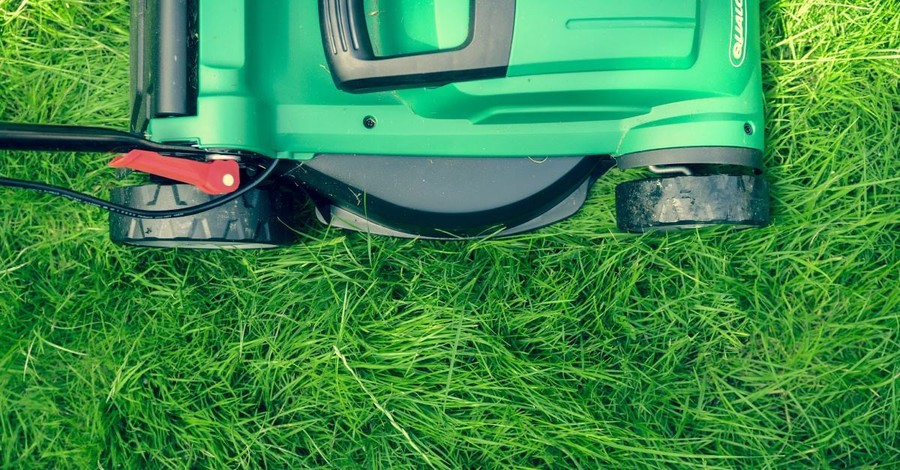 Man Mows Lawns in All 50 States for Veterans and Single Moms, Encourages Others to Give Back, Too