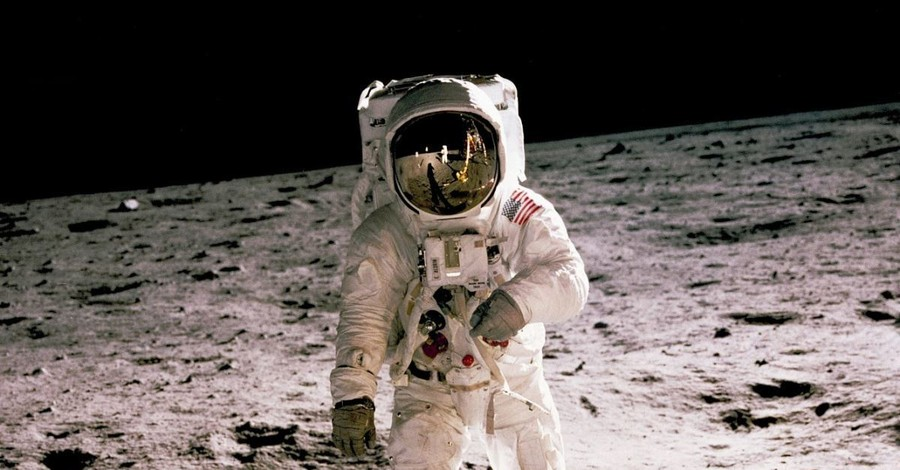 How Michael Collins Enabled Apollo 11 Moonwalk: The Way to Change the World