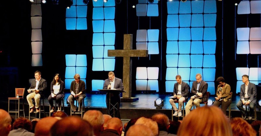 Willow Creek Plans Reconciliation Service to Move On; Hybels Declines Invite