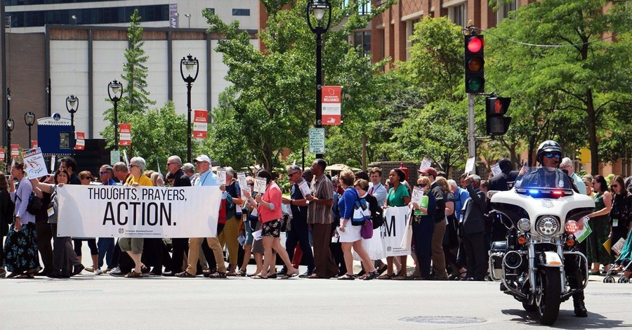 ELCA Declares Self a 'Sanctuary Church Body,' Marches to ICE Building in Milwaukee