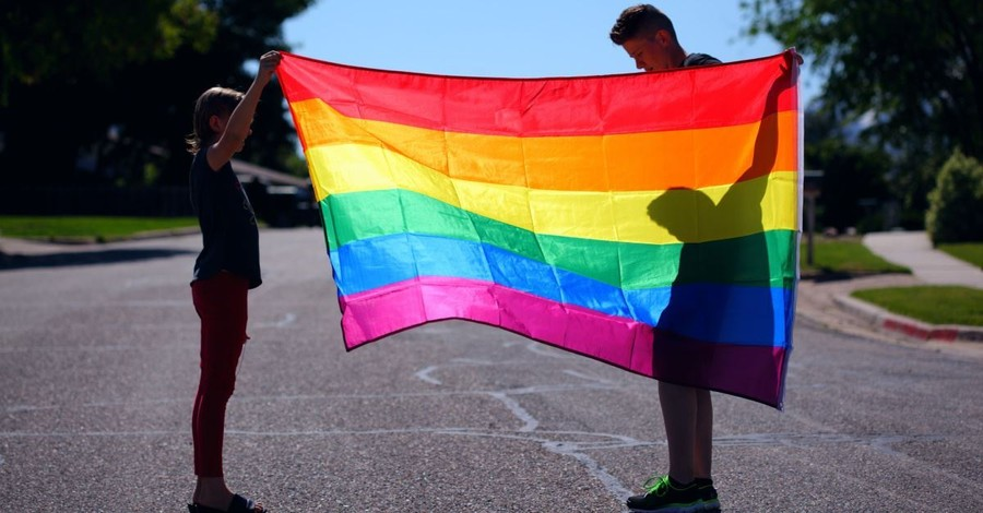 Illinois Governor Signs Law to Ensure LGBT History Is Taught in All Public Schools