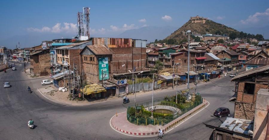Huge Magnitude 5.8 Earthquake Hits Kashmir Region Killing at Least 19