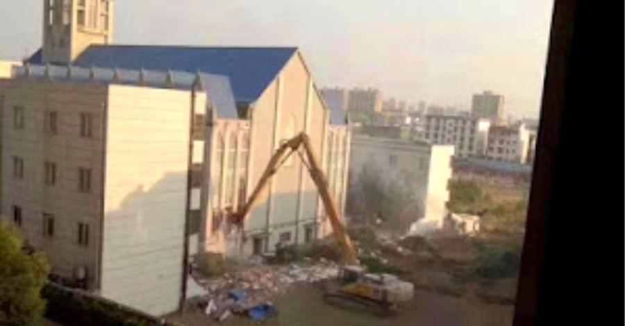 China Demolishes 3,000-Seat Megachurch during Worship Service