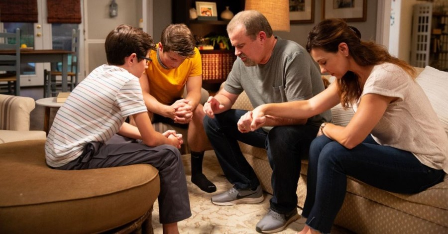 50 Accept Christ in Theater after Watching Faith-Based Film <em>Overcomer</em>