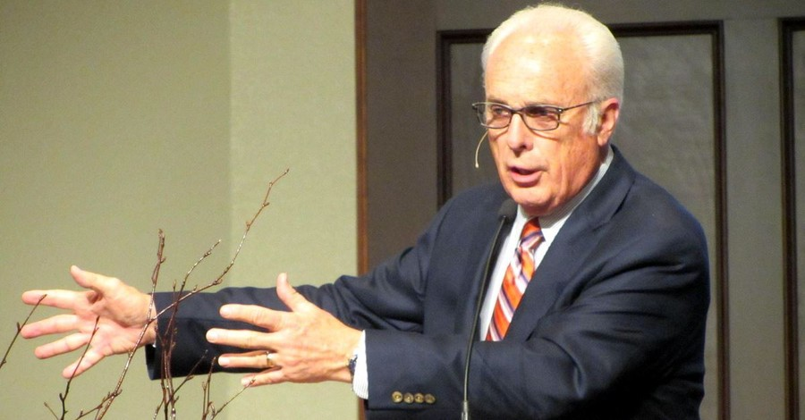 John MacArthur Speaks Out on Women Preachers after Beth Moore Controversy