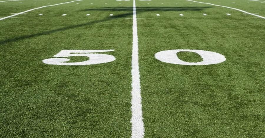 Washington High School Football Coach Refuses Demands to Stop Post-Game Prayers
