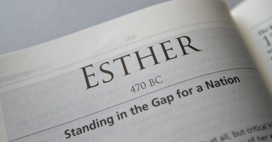 Title page in the Bible for Esther, 3 lessons we can learn form Esther