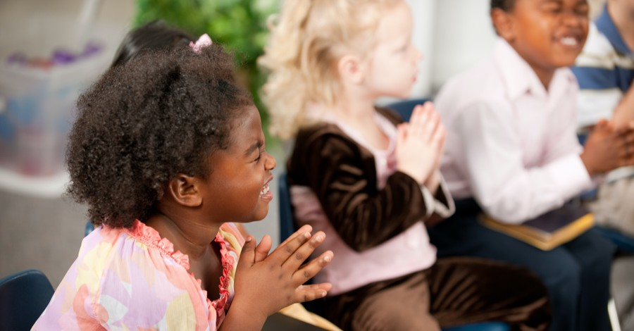 Little kids praying, VBS Publisher offers insight on if and or how to hold VBS amid the pandemic