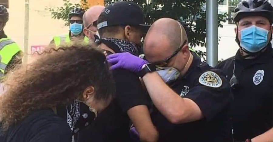Metro Nashville PD officer praying with a protestor, Nashville Cop prays with protestor