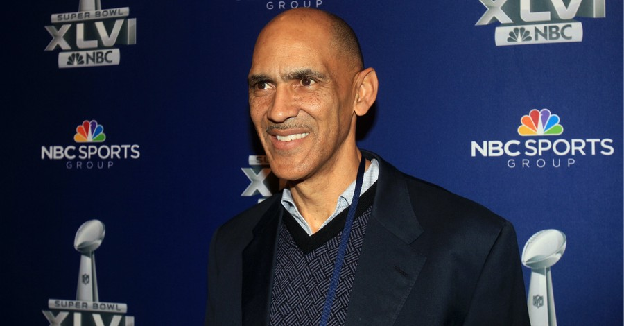 Tony Dungy, Dungy defends athletes who stand during the anthem