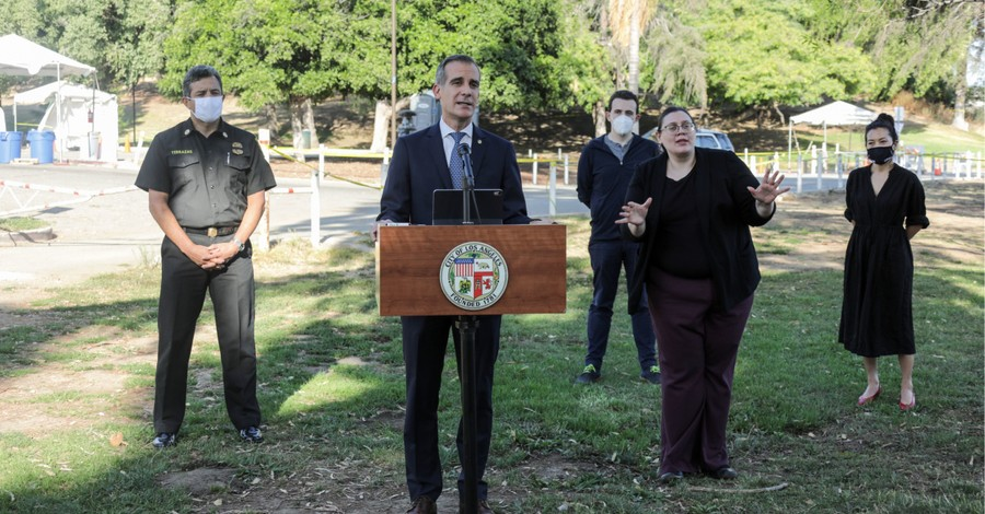 Eric Garcetti, Garcetti threatens to turn off utilities of those who participate in large gatherings in LA