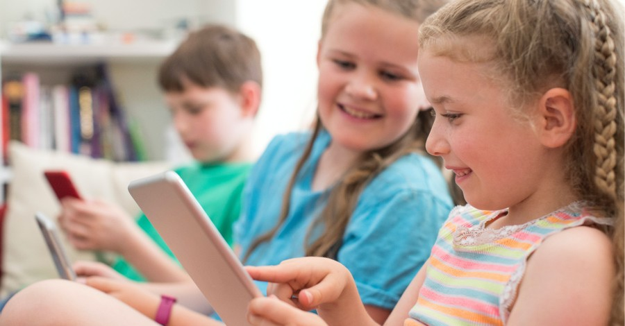 Kids on a smart phone, Parents should pay attention to their kids media consumption