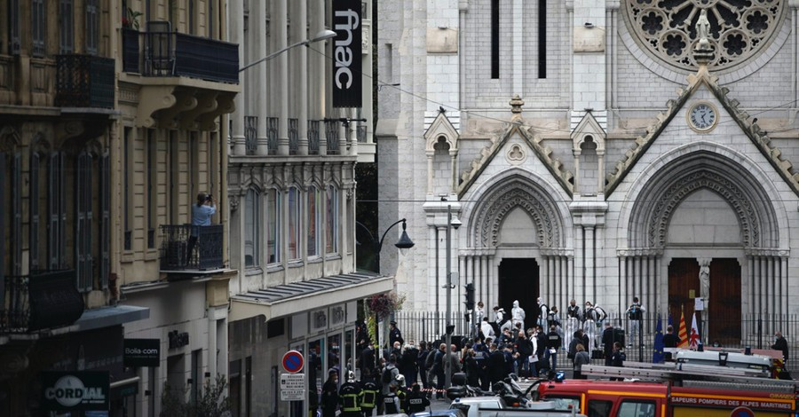 Notre Dame's Basilica, Pope Francis and French Catholics call for peace with muslims