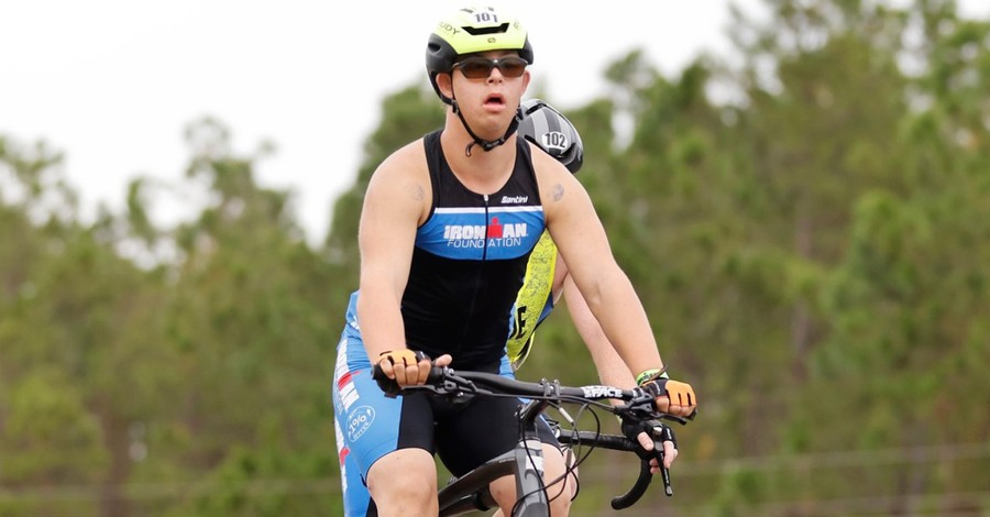 Chris Nikic, Nikic becomes the first man with Down syndrome to complete the Ironman triathlon