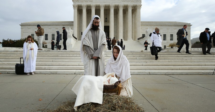 A live nativity, Christian groups hosts live nativity outside of the Supreme Court building